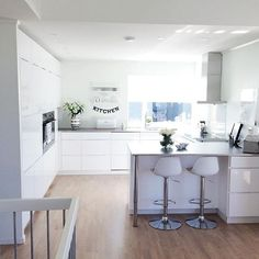 63 choose best color for small kitchen remodel 56 Kitchen Living, New Kitchen, Kitchen Decor, Kitchen Styling, Kitchen Ideas, Kitchen Cabinet Colors, Painting Kitchen Cabinets, Cuisines Design, Open Plan Kitchen