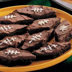 A great list of Super Bowl snack and appetizers.