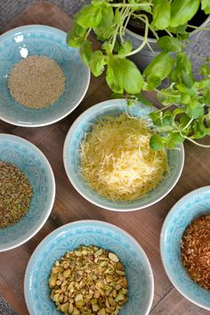 hvitløksbrød_01 Curry, Food And Drink, Cooking Recipes, Bread, Snacks, Dinner, Fruit, Ethnic Recipes, Chef Recipes