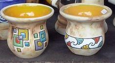 Painted Mugs, Hand Painted Ceramics, Ceramic Decor, Ceramic Vase, Glazes For Pottery, Ceramic Pottery, Clay Vase, School Art Projects, Sgraffito