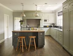 Discover how we created a careful balance between classic and contemporary characteristics in this family home. Shaker Style Kitchen Cabinets, Shaker Style Kitchens, Shaker Kitchen, Contemporary Kitchen Design, Contemporary Classic, Kitchen Diner Lounge, Kitchen Worktop, Home Reno, Kitchen Remodel