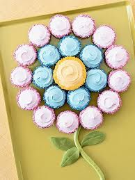 Flower cupcake. Perfect for those who haven't perfected the really awesome icing & fondant techniques.