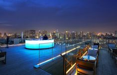 Resting at the very top of the Bangkok Marriott Hotel Sukhumvit is a trendy lounge and bar offering breathtaking panoramic views of Thailand's trendiest city. Sky Bar Bangkok, Rooftop Bar Bangkok, Rooftop Lounge, Bangkok Hotel, Bangkok Travel, Rooftop Restaurant, Rooftop Pool, Night Bar, Marriott Hotels