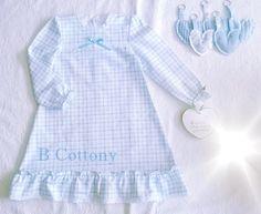 Camisa de noite em flanela de xadrez azul e branco com com bordado Inglês - Blue and white check nughtgown in flannel with white cotton eyelet