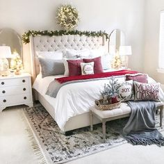 15 easy christmas decorations anyone can master bedroom ideas 3 Winter Bedroom Decor, Christmas Bedroom, Farmhouse Christmas Decor, Christmas Home, Christmas Lights, Grey Furniture, Accent Furniture, Furniture Design, Easy Christmas Decorations