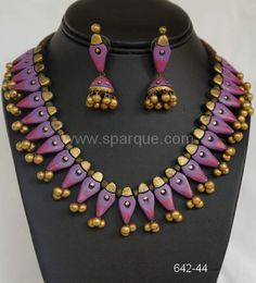 Terracotta Jewelry necklace sets with earrings handmade from Clay . Terracotta Jewellery Making, Terracotta Jewellery Designs, Funky Jewelry, Jewelry Crafts, Beaded Jewelry, Jewlery, Teracotta Jewellery, Earrings Handmade, Handmade Jewelry