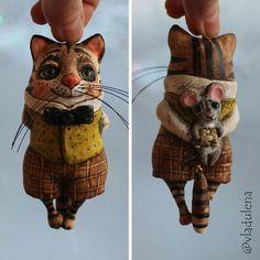 Морда очень, ну очень довольная. А все потому, что кое кого прячет от всех за спиной! #vladulena #handmade #vladlena #gift #present #ручнаяработа #владлена #эксклюзив #подарок #мурмяшки #коты #кот #котыкошки #ёлочнаяигрушка #подвескавмашину #брелок