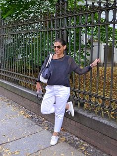 The Best Fashion Ideas For Women Over 60 - Fashion Trends Casual Chic Summer, Style Casual, Cool Outfits, Fashion Outfits, Fashion Trends, Summer Outfits Women Over 40, White Jeans Outfit, Moda Casual, Fashion For Women Over 40