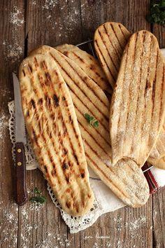 Lipii integrale la gratar reteta. Lipii integrale ingediente si mod de preparare. Reteta lipii. Veggie Recipes, Bread Recipes, Healthy Recipes, Cooking Bread, Bread Baking, Good Food, Yummy Food, Dough Recipe, Foodies