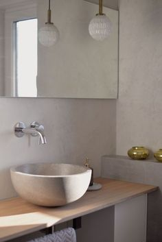 Beton Ciré: Great ideas with the effect plaster in concrete look - Makeover: 4 steps to a modern concrete look in the bathroom - Bathroom Mixer Taps, Diy Bathroom Vanity, Bathroom Basin, Modern Bathroom Decor, Bathroom Fixtures, Bathroom Furniture, Small Bathroom, Gray Painted Walls, Grey Walls
