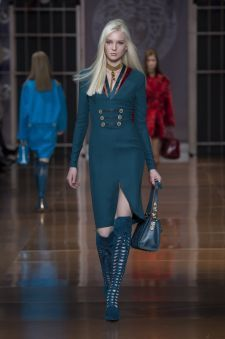 Women's fashion and accessories - FW 2014 - Fashion Show Collection - Versace 2014 Versace Fashion, Runway Fashion, Womens Fashion, Versace 2015, Versace Versace, Milan Fashion, Bias Cut Dress, 2014 Fashion Trends, Couture Accessories