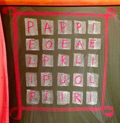 Boggle-tehtävä, eli oppilaat etsivät taululle piirretystä ruudukosta p-kirjaimella alkavia sanoja ja kirjoittivat sanat vihkoihinsa. Biro, Boggle, Teaching, Quilts, Blanket, Comforters, Blankets, Quilt Sets, Learning