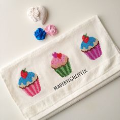 Cupcake Cross Stitch, Xmas Cross Stitch, Cross Stitch Kitchen, Cross Stitch Baby, Cross Stitching, Cross Stitch Patterns, Custom Canes, Towel Embroidery, Crochet Cross