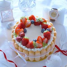 Japanese-style fruit cake, this combination of fresh cream + fruit, can be said to be a feature of Japanese cakes! Pastry Recipes, Cupcake Recipes, Dessert Recipes, Charlotte Cake, Japanese Cake, Japanese Style, Naked Cakes, Dessert Decoration, Sweet Cakes