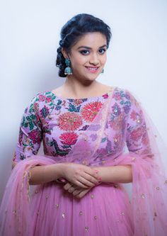 South Indian actress Keerthy Suresh new photo gallery. Latest hd image gallery of Keerthy Suresh. Beautiful Girl Indian, Most Beautiful Indian Actress, Beautiful Saree, Indian Gowns Dresses, Indian Outfits, Girls Dresses, Beautiful Bollywood Actress, Beautiful Actresses, Saree Dress