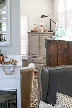 Looking for easy fall decorating ideas? Check out this autumn home tour full of DIY, creative, yet simple fall decor!