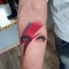 David Bowie: l'uomo che cadde sulla terra in 10 tatuaggi -cosmopolitan.it