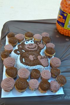 Monkey cake with cupcakes
