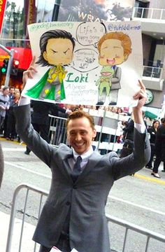 This is awesome. :) I just love that he would hold up this fan's sign and look so flipping happy about it too.