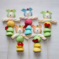 Brochette de bonbons personnages - 10 brochettes de bonbons à croquer - Elle à…