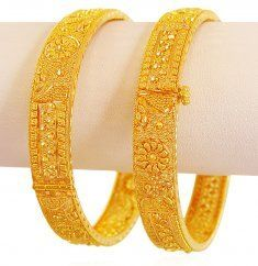 Dubai Gold Bangles, Gold Bangles For Women, Dubai Gold Jewelry, Gold Bangles Design, Gold Rings Jewelry, Gold Earrings Designs, Gold Jewellery Design, Wedding Jewellery Designs, Kalamkari Dresses