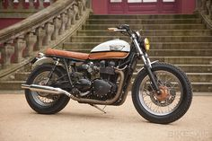 Racing Cafè: Triumph Bonneville Urban Pearl by Ton-Up Garage Triumph Bonneville T100, Triumph Bikes, Triumph Motorcycles, Bonneville Motorcycle, Moto Cafe, Cafe Bike, Cafe Racer Bikes, Cafe Racer Motorcycle, Cafe Racers
