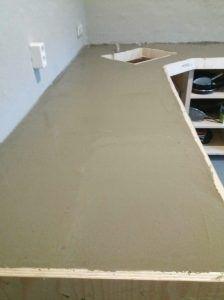 Een betonnen aanrechtblad zelf maken DIY project - Het Houtje Concrete Kitchen, Concrete Countertops, Diy Outdoor Kitchen, Diy Kitchen, Dirty Kitchen Design, Build My Own House, Beton Design, Beton Diy, Pallet Patio
