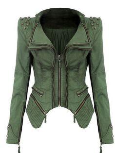 Cazadora verde con hombreras marcadas, cremalleras y tachuelas. Studded Denim Jacket, Denim Blazer, Denim Coat, Denim Jeans, Leather Jacket, Jacket Jeans, Moto Jacket, Green Leather, Print Jacket