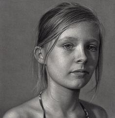 Je ne pourrais pas affirmer que Dirk Dzimirsky a atteint la perfection dans le domaine de la peinture photorealiste, mais ce qui