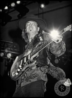 Stevie Ray Vaughan-Riviera Paradise is the most amazing piece of music! I was standing at his snakeskin boots the year before he died; such a loss. Stevie Ray Vaughan, Eric Clapton, Pop Rock, Rock And Roll, Musica Pop, Pose, Blues Music, Blues Rock, Music Photo
