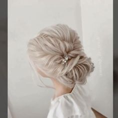 Hair Up Styles, Long Hair Wedding Styles, Wedding Hair And Makeup, Wedding Hair Pins, Bridal Hair Tutorial, Wedding Hairstyles Tutorial, Bridesmaid Hairstyles, Easy Wedding Hairstyles, Bun Hairstyles For Long Hair