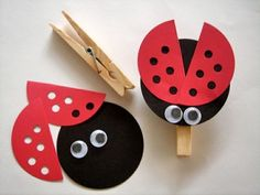 Crafting with clothespins - cool crafting ideas and crafting templates - Cornelia Wirth Basteln mit Wäscheklammern – coole Bastelideen und Bastelvorlagen Craft red black Clothespins ladybug Kids Crafts, Summer Crafts, Preschool Crafts, Arts And Crafts, Room Crafts, Ladybug Crafts, Ladybug Party, Ladybug Food, Animal Crafts