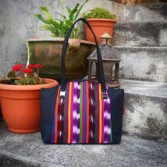 Bolso Tipico Weasley. #Masha elaborada en hilo fino de calidad... Un diseño casual. #bolsosweasley #madeinguatemela #hechoencobán #hechoenguatemala #artesanias #hechoamano