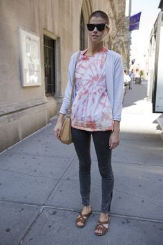 Street style: Tie dye and perfect jeans Perfect Jeans, Greenwich Village, Tie Dye, Bomber Jacket, Street Style, Fabric, Jackets, Fashion, Tejido