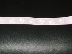 ruban gros grain empreintes de pattes, fond rose pâle : Rubans par les-petites-serviettes-de-cathy