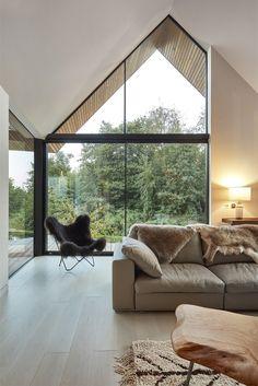 Loni dokončený dům nepřináší jen rodinnou pohodu a krásné zážitky, ale začíná také bodovat u odborné veřejnosti a objevuje se v nominacích v nejrůznějších architektonických soutěžích.