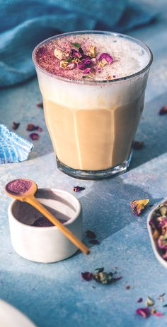 Rose and Earl Grey Tea Latte Tea Recipes, Coffee Recipes, Salad Recipes, Yummy Drinks, Healthy Drinks, Fancy Drinks, Starbucks Tea, Earl Grey Tea, Latte Recipe