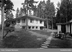 """""""Villa Bjørnerud"""" 1934, Øverkvernvegen 14, Brumunddal Villa, Cabin, Mansions, House Styles, Home Decor, Prague, Decoration Home, Manor Houses, Room Decor"""