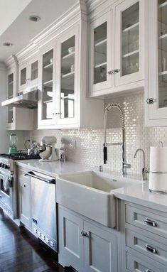 Two Tone Kitchen Cabinets, Farmhouse Kitchen Cabinets, Modern Farmhouse Kitchens, Kitchen Cabinet Design, Diy Kitchen, Kitchen Interior, Kitchen Decor, Kitchen Backsplash, White Cabinets