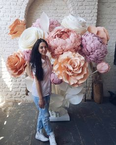 Image may contain: 2 people, flower and outdoor Crepe Paper Flowers Tutorial, Paper Flowers Craft, Flower Crafts, Diy Flowers, Large Flowers, Fabric Flowers, Giant Paper Flowers, Paper Roses, Balloon Backdrop