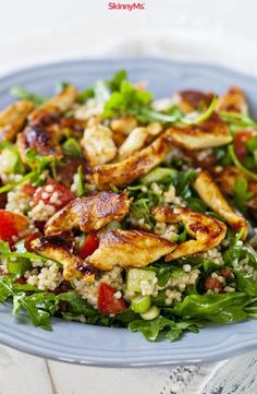 Colorful veggies team up with tender chicken and nutty quinoa, forming a heart-healthy salad that'll have your taste buds singing. Salmon Salad Recipes, Spinach Salad Recipes, Vegetable Recipes, Chicken Recipes, Hamburger Recipes, Broccoli Salad, Clean Eating Recipes, Healthy Eating, Healthy Recipes
