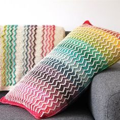 The pattern of the Rainbow Wave Pillow can be found here. The pattern of the Rainbow Wave Blanket can be found here. The pattern of the Set can be found here. Free Crochet, Crochet Patterns, Rainbow, Blanket, Pillows, Pop, Baby, Rain Bow, Blankets