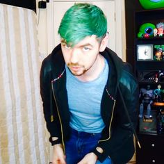 I love this jacket on him. He wears it a lot at the moment and it suits him so well :) Pewdiepie Jacksepticeye, Cryaotic, Septic Eye, Sean William Mcloughlin, Top Of The Morning, Jack And Mark, Youtube Gamer, Picture Albums, Septiplier