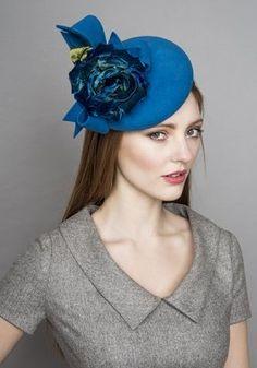 Rachel Trevor-Morgan :: Turquoise felt beret pillbox with velvet flower