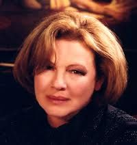 Dianne Wiest - liked her style in Law & Order Dianne Wiest, Having No Friends, Glamour Shots, Practical Magic, Lavender Oil, Best Actor, Her Style, Comedians, Actors & Actresses