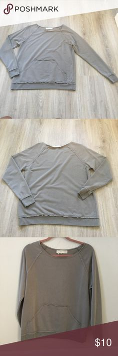 Taupe Gray Kangaroo Pouch Pullover Sweatshirt Taupe Gray Kangaroo Pouch Pullover Sweatshirt! This sweatshirt is in EUC and shows zero signs of wear or damage!! I would wear this top with skinny jeans or sweatpants depending on the day and where I am going. This piece is so versatile, perfect for class and coffee runs! Forever 21 Tops Sweatshirts & Hoodies