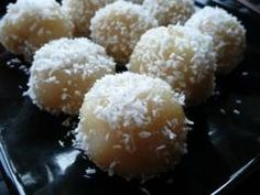 IQed Healthy Rice Balls Ingredients 4 tablespoons Cooked rice of your choice 4 scoops Chocolate or Vanilla IQed 1 tablespoon Coconut oil Water as needed Salt to taste Optional Parmesan Healthy Rice, Yummy Healthy Snacks, Healthy Baking, Desserts Crus, Raw Desserts, Raw Food Recipes, Snack Recipes, Healthy Recipes, State Foods