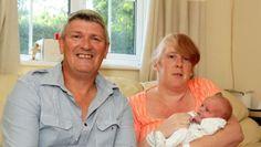 Le avisaron que estaba embarazada, y a las 15 horas dio a luz. El caso ocurrió en la localidad británica de Bristol. La mujer, de 41 años, concurrió al médico por dolores estomacales. Su sorpresa fue cuando el profesional le comunicó de su embarazo, y a las pocas horas dio a luz.