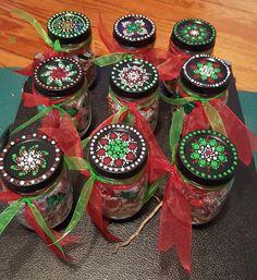 Christmas Mandala, Christmas Rock, Diy Christmas Gifts, Dot Art Painting, Mandala Painting, Mandala Painted Rocks, Mandala Dots, Painted Mason Jars, Mason Jar Crafts