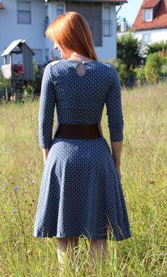 Foto zu Schnittmuster Basic Winterkleid für Damen von ki-ba-doo